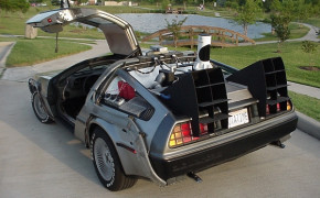 «Машина времени» DeLorean DMC-12