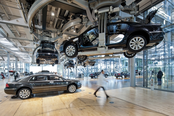 Штаб квартира Volkswagen в Дрездене изнутри