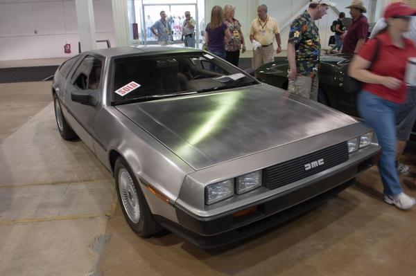 Проданный экземпляр DeLorean DMC-12