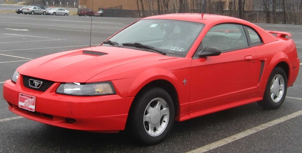 Ford Mustang 2004 годa