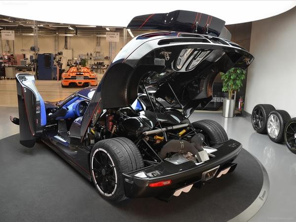 Открытый капот Koenigsegg Agera R
