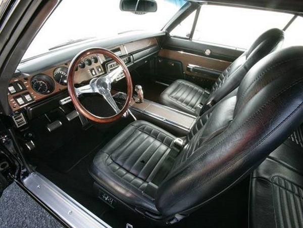 салон Dodge Charger 1969 года