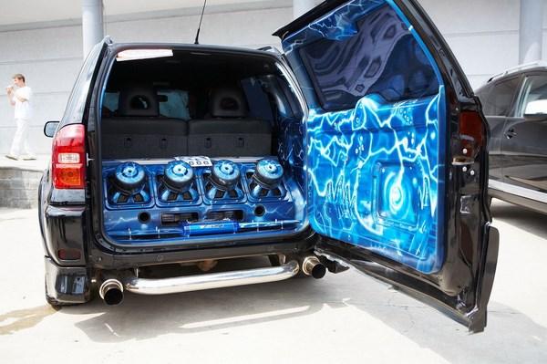 Акустическая система в автомобиле