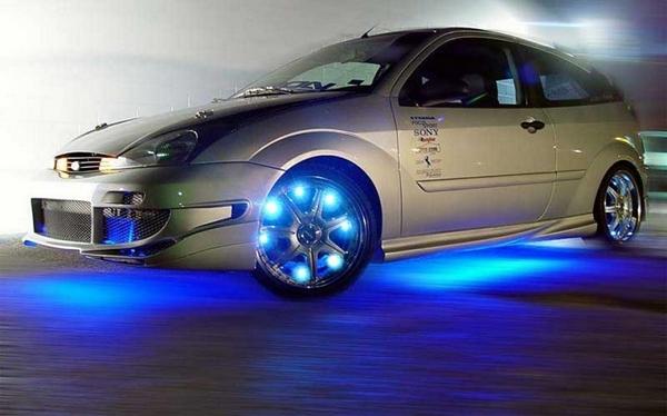 Автомобиль со светодиодной подсветкой