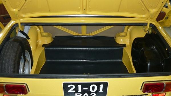 открытый багажник ВАЗ-2101