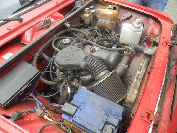 Открытый капот ВАЗ-2101