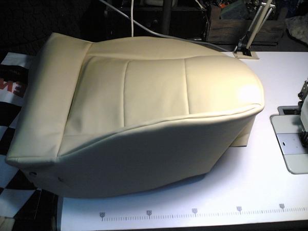 обтянутый элемент одного из сидений