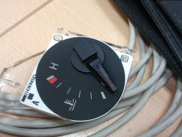прибор с приборной панели